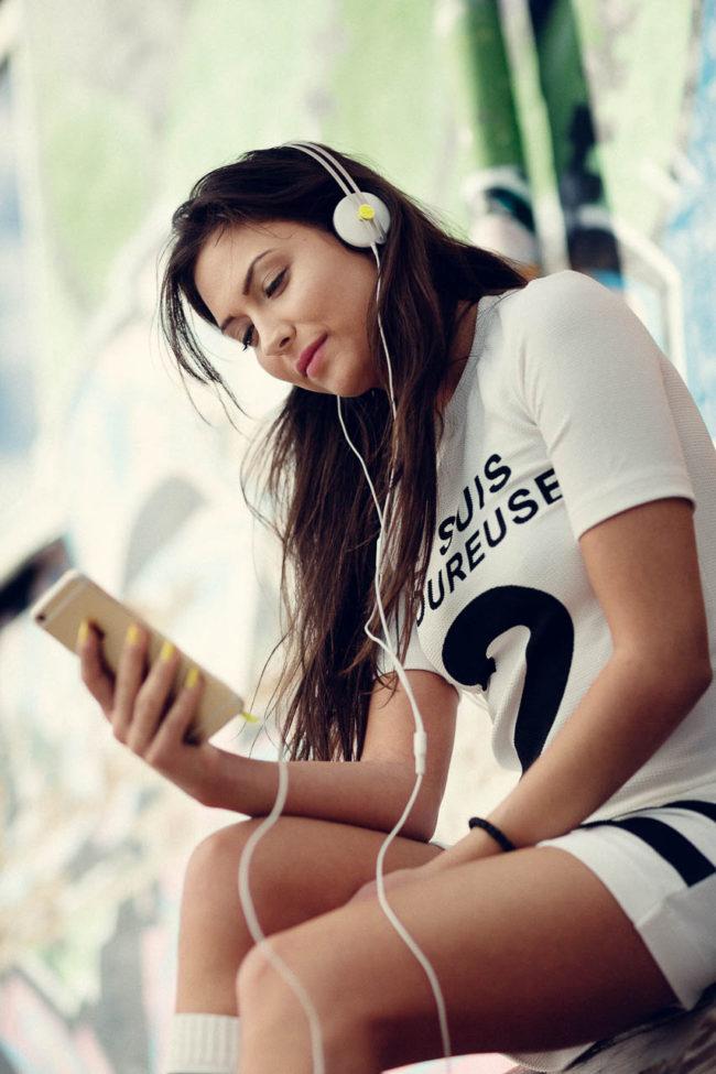 Reklame, hovedtelefoner på model, HiFi Klubben