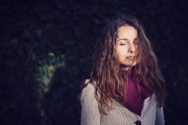 portræt kvinde naturligt lys aarhus