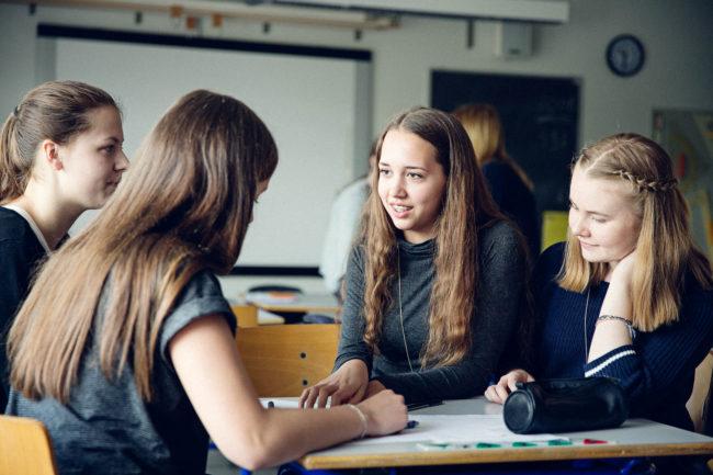 Fotoreportage Aarhus, skoleelever laver gruppearbejde