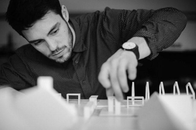 Arkitekt bygger model, Friis og Moltke